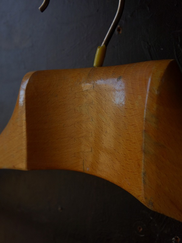 ヴィンテージイタリア製の木のハンガー